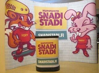 Mainosseinä ja -pöytä SnadiStadi